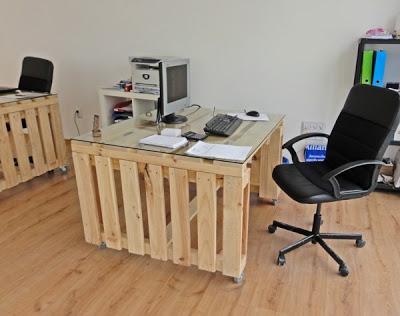 Бюро от палети за офиса