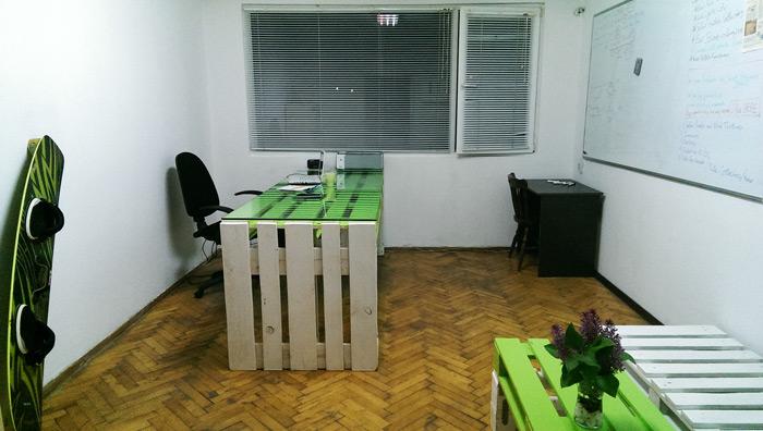 Офис обзавеждане от палета