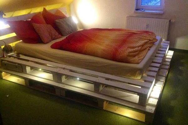 Спалня от палета - светеща
