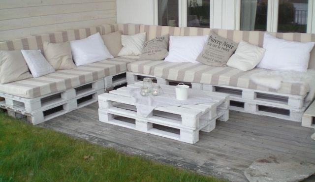 Ъглов диван от палета за градина