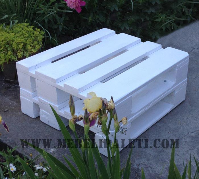 Бяло диванче от палети
