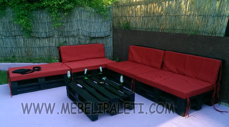 Мебели от палети в градина на заведение