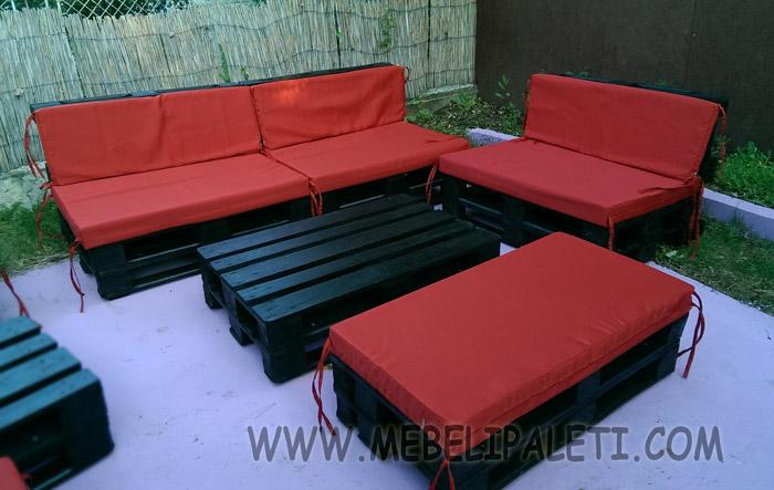 Ъглов диван от палети в червено