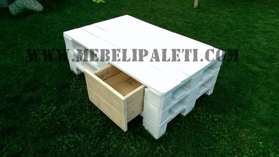 Бяла маса от палети с шкафчета