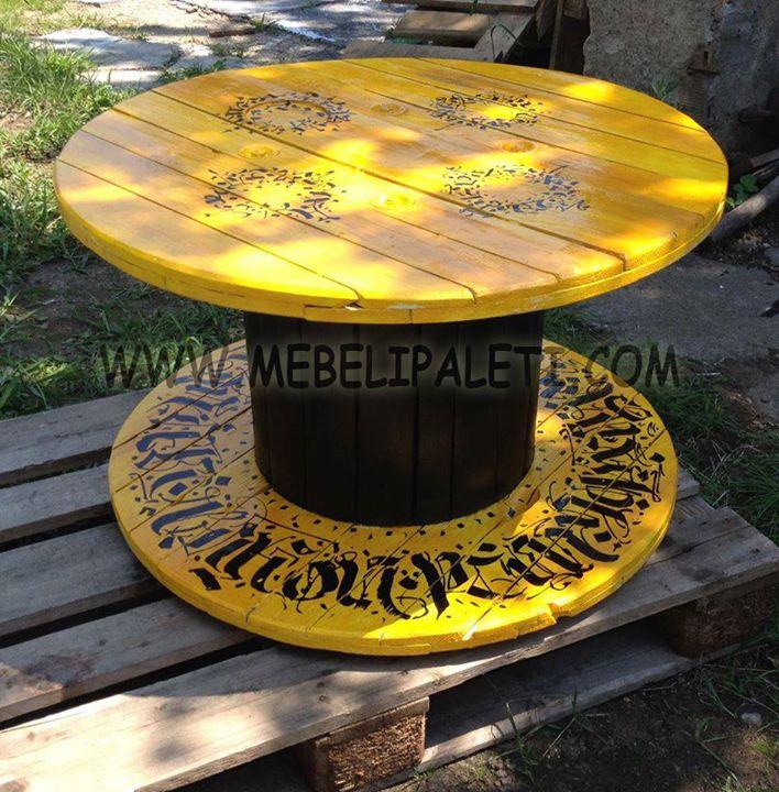 Маса от макара - черно и жълто