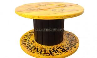 Маса от макара с жълто и черно