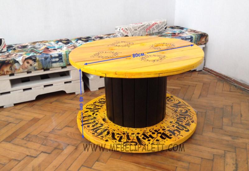 жълта маса от макара
