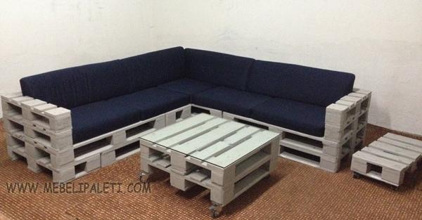 диван и маса от палети с дамаска за луфтханза